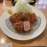 133083283 - 『上ひれ豚かつ定食』 1,600円(税込)