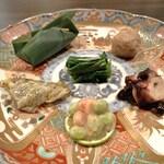 Tsugumi - 八寸 (枝豆 車蝦、蛸 小豆、あぶってかも、 つるむらさき 新生姜、小芋 馬肉笹寿司)