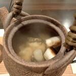 133084779 - 土瓶蒸し(虎魚、葱)