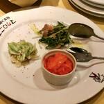 マカロニ市場 - 前菜3種(コールスロー・水菜とチキンのゴマドレッシング・キャロットラペ)