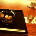 御料理 伊とう - ≪6月≫煮物椀は、美しい塗りのお椀で・・・。水無月の真丈。