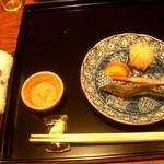 御料理 伊とう - ≪6月≫稚鮎を取り皿に取ったところ。