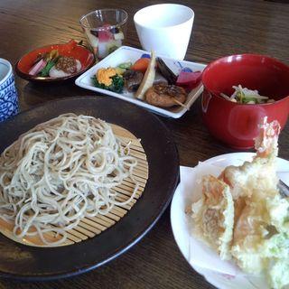 さくら - 料理写真:蕎麦に天ぷら等、季節の料理、おはぎが付く人気の御膳。