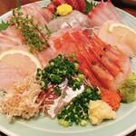 おいしい魚を食べさせる店 魚可津 - 刺し身盛合わせ