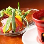 ALBA - バーニャカウダ(貴重で甘みのある鎌倉野菜をふんだんに使用しております)