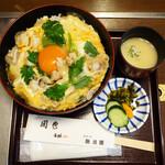新三浦 - 親子丼です。 普通盛は920円で、これは大盛970円です。