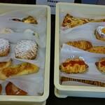 かもめカフェ - 料理写真:入荷したてのパン達
