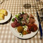 アンティカ トラットリア イナバ - 前菜の盛り合わせ&パン