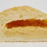 aLzo - きな粉のクリームパン(断面、2012年5月)