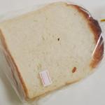 aLzo - お米じゃがいも食パン<1/2>(\180、2012年5月)