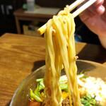 中華そば うめや - 【夏季限定】冷やし豆乳担々めん 、麺リフトアップ