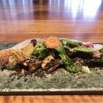 133138575 - 季節の野菜の一皿 黒オリーブのパウダー 燻香のリコッタチーズをかけて ビネガードレッシングのシート