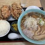 豚福 - 料理写真:唐揚げラーメン大盛の別皿唐揚げとご飯(1150円)