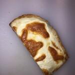 雑穀パンの店ひね - 料理写真:クロックムッシューのこの牛みたいなまだらな焼き色が食欲をそそります‼️
