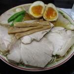 133150838 - 煮卵入りチャーシューもも肉そば(並)(950円)