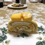 自由が丘ロール屋 - マンゴーのロールケーキ