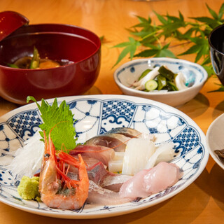 旬の魚と金沢の食材が味わえる、各種宴会に最適なコースをご用意