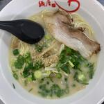 麺屋 わ - 料理写真:ラーメン(細麺カタ にんにく有り)  580円