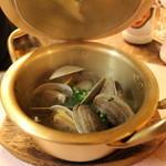 北海道食堂CAPTAIN - 活きてる貝料理も人気◎アサリの酒蒸し→ぜひ、おじやに◎