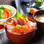 季節の鮮魚 海鮮丼ランチ