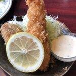 カフェ レストラン 梅昇 - 海老フライにカニコロ