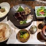 わらやき屋 - 藁焼きかつを定食全景