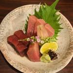 知歩里 - 料理写真:マグロの刺身
