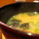 日々魚数寄 東木 - 御味噌汁おかわりで、再度味を調整して具がワカメ
