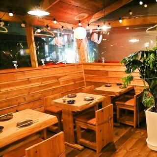 木の温もりを感じられる温かな店内◎10名様用個室ございます
