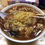 五右ェ門 - 黄色い中細ストレート麺
