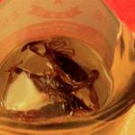 中華屋台 磊 - 最後には、これまたのけぞりそうにアルコール度の高いサソリ酒でシメ♪