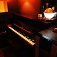 メランジュ - ピアノの生演奏も開催。