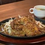 肉バル ジラソーレ - チキンソテー~ガーリック醤油¥950 ライス、サラダ、スープ、ドリンク付き