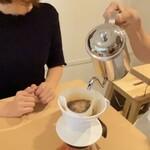 ROUGH LABO CAFE - コーヒー豆を自分で挽く体験ができる⁈