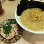 133227576 - 魚貝鶏味噌ラーメン 880円税込
