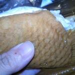 マルヤ製菓 - たい焼きの生地は…めちゃめちゃ柔らかくてフワフワ♡
