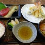 133261199 - よくばり定食(税込1,017円)