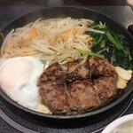 肉屋の正直な食堂 - * ハンバーグステーキ(卵付き) 850円