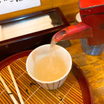 歌舞伎そば - トロトロとサラサラの中間。トロサラな蕎麦湯。