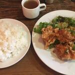 イタリア大衆食堂 堂島グラッチェ - ご飯Lと ( ´θ`) 鶏の唐揚げ定食