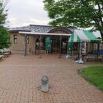 133267880 - 道の駅の一番脇にあるカフェ
