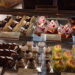 パティスリーヴェルジェ - 料理写真:ケーキのショーケース1