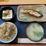 魚ばぁさんの食堂 おくどさん - 料理写真:立派な定食の完成なり(^_^)v