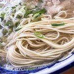 元祖糸島ラーメン 銅鑼 - 美味しい豚骨スープに細い麺。イイ!!