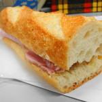 ラ・バゲット - ハムと発酵バターのバゲットサンド 399円