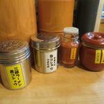 麺場 七人の侍 - カスターセットも変わっています
