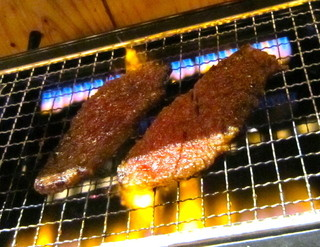 焼肉 くまちゃん - カルビ調理中