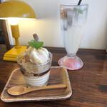 カフェディシィ - ほうじ茶パフェ590円+ 梅ソーダ550円+