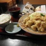 くいしん坊の店 - とり天定食(並) 610円