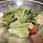 燕三条イタリアンBit - 連れのサラダは千葉県産のお野菜 アンチョビとレモンのドレッシング(ランチパスタコース)